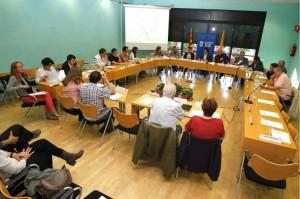La reunió del Consell de Seguiment de la Crisi es va celebrar a la sala de plens de l'Ajuntament // Ajuntament de Molins de Rei