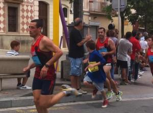 La cursa va passar per molts dels barris de Molins de Rei // Associació Esportiva Molins de Rei